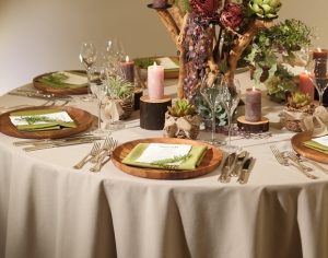 ナチュラルな質感と色が好評!テーブルクロス&ナプキン