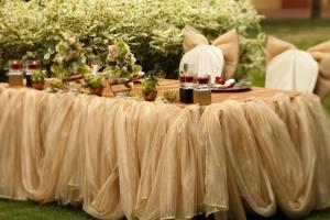 いちばん写真に残る場所!披露宴会場の主役となるメインテーブル(高砂)の装飾