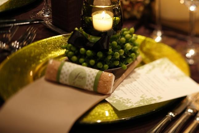 卓上をやさしいあかりで包むキャンドルグラスやキャンドルホルダー