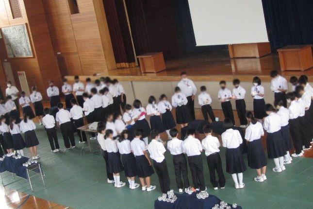 倉敷市立庄中学校のキャンドルのつどい。新一年生、新たな決意を胸に