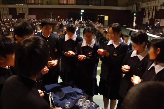 倉敷市立南中学校の立志式。キャンドルで誓いのセレモニー